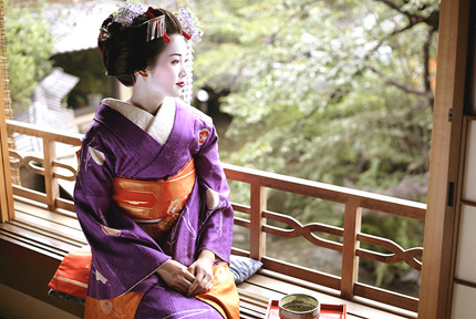 Geisha & Maiko pictures taken in Kyoto, Japan.